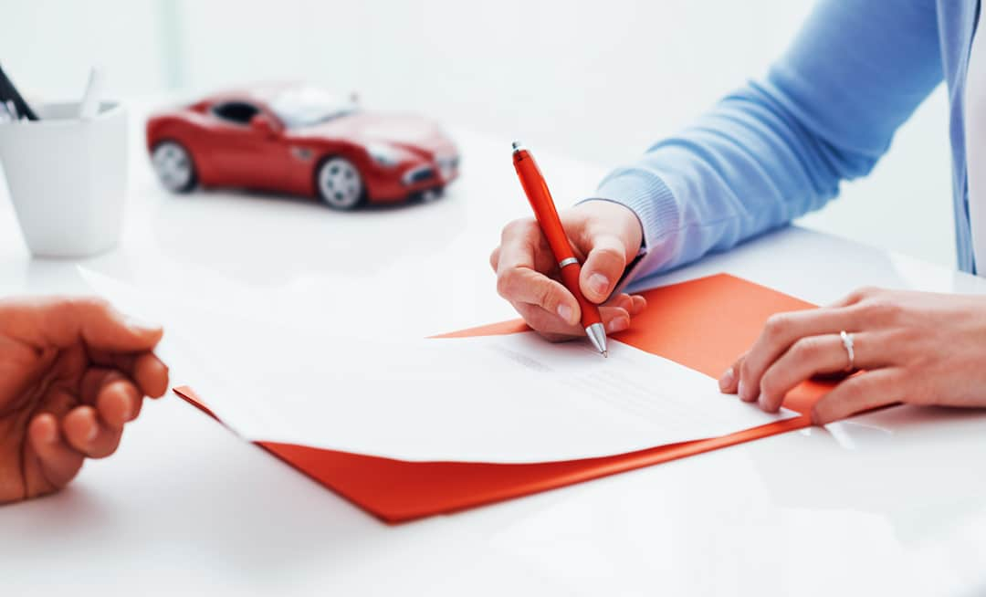 signing-car-insurance-policy